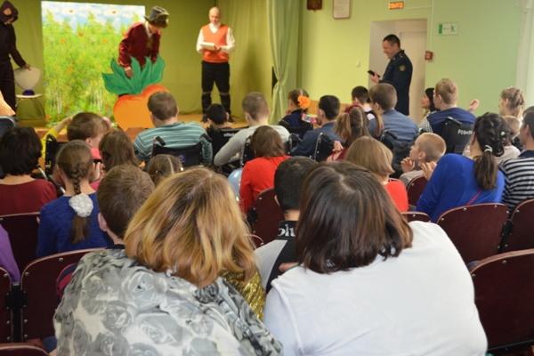 Воспитанники Можайской ВК подготовили для детей Уваровского дома-интерната театрализованное представление