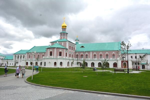 Сотрудники и ветераны УФСИН России по Московской области посетили с экскурсией Ново-Иерусалимский монастырь