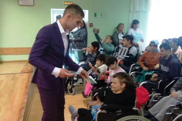 Воспитанники Можайской ВК поздравили детей, проживающих в Уваровском детском доме-интернате, с началом учебного года