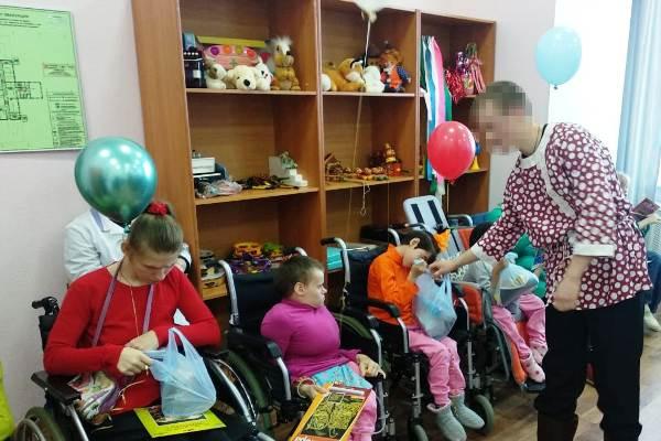 Сотрудники, воспитанники Можайской ВК совместно со студентами МГЭУ поздравили детей Уваровского дома-интерната с Новым годом